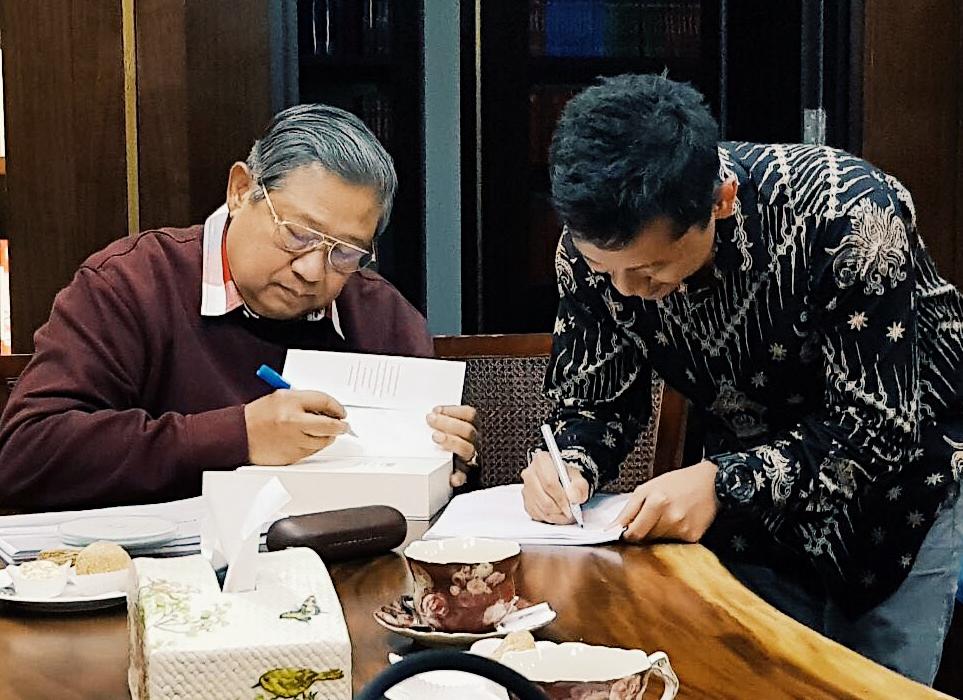 Susilo Bambang Yudhoyono with our COO Zaki Fitria