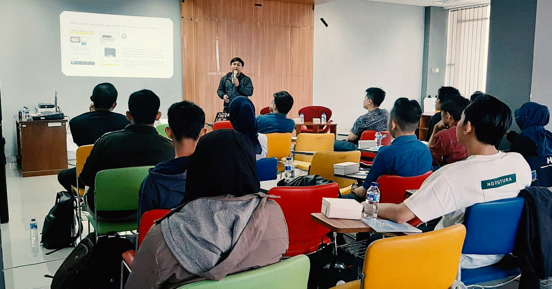 Wikal from HelloCode leading the discussion